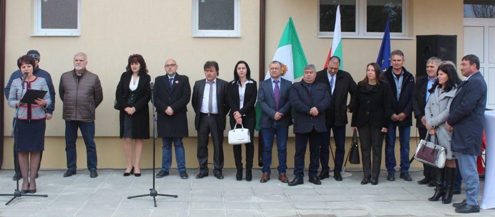 Заместник областните управители Нурие Црънгалова и Ев ...