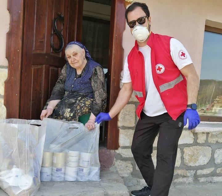 БЧК раздаде хранителни пакети на над 700 нуждаещи се в о� ...