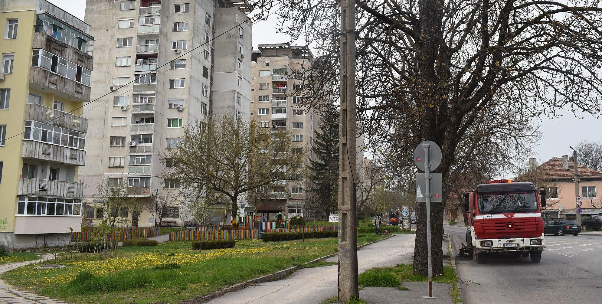 Поредна дезинфекция се извършва на улиците на Разград  ...