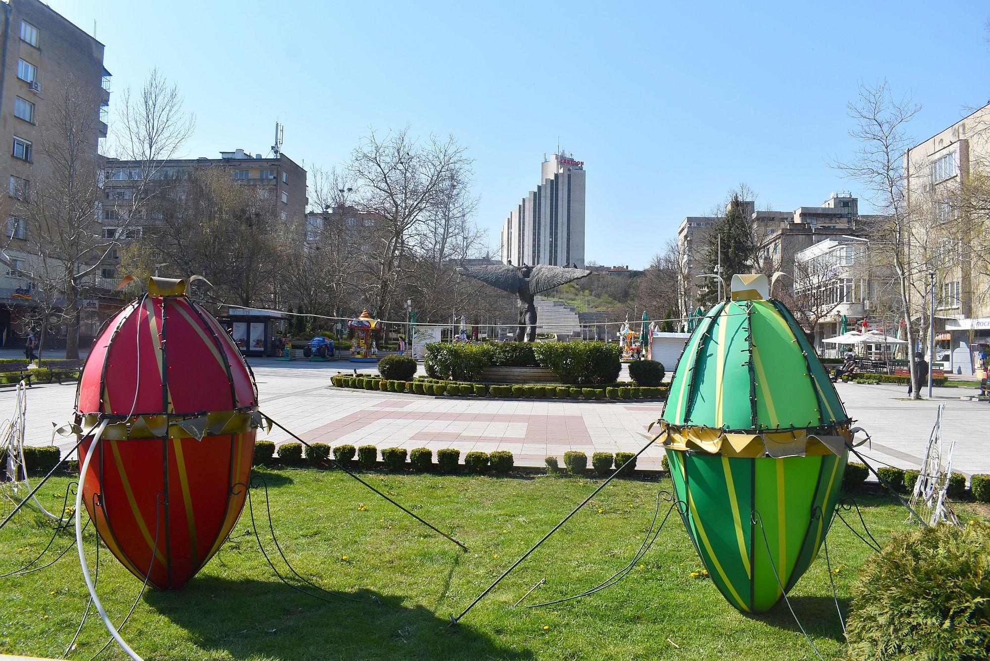 От 27 април започва пръскане на зелените площи срещу къ� ...