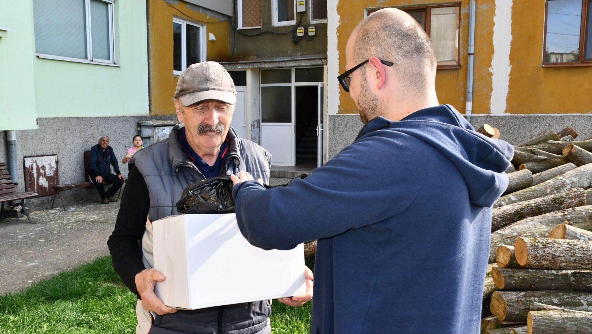 Раздаването на хранителна помощ в Кубратско продължав ...