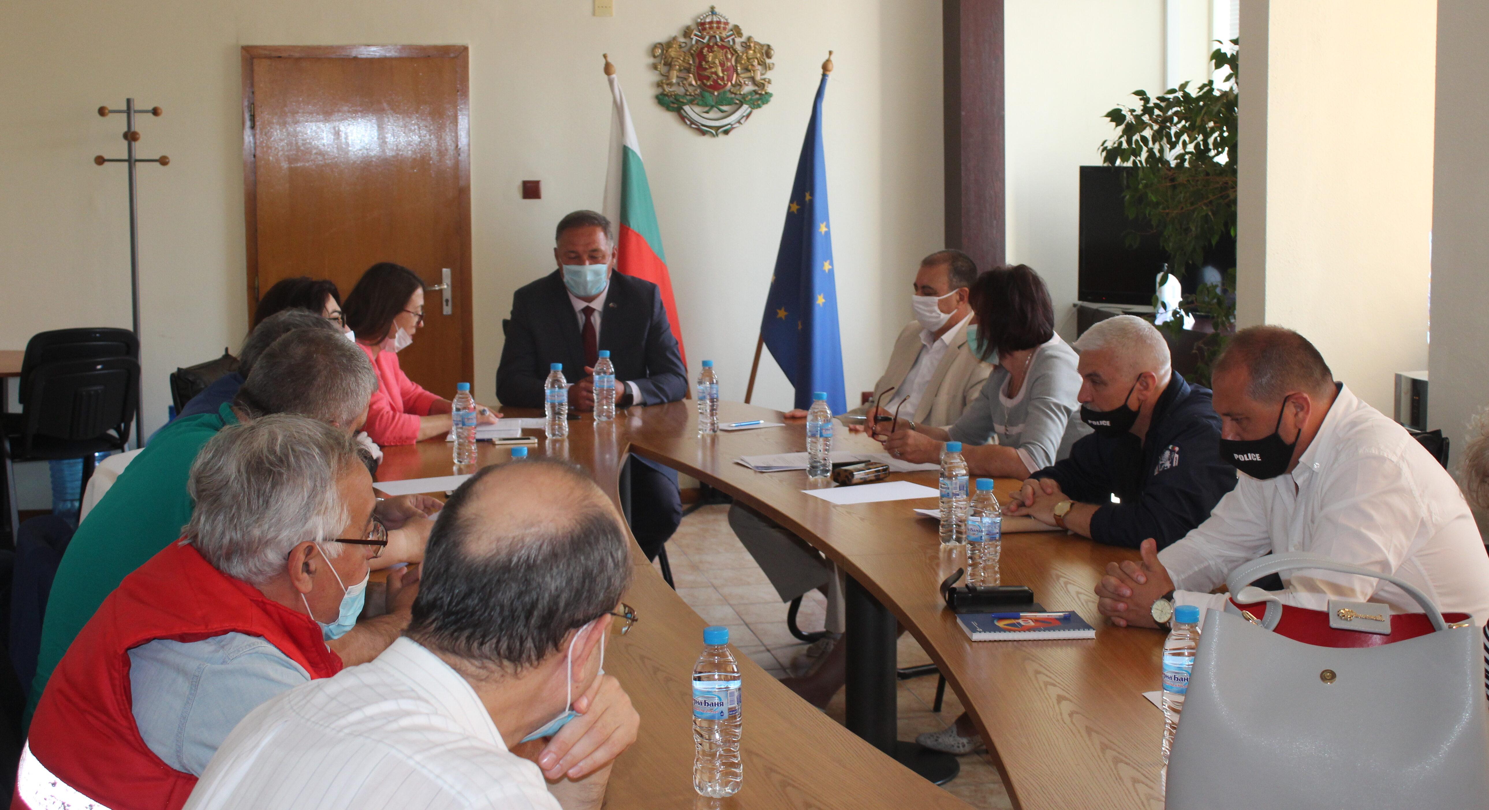 Областният управител Гюнай Хюсмен свика заседание на � ...