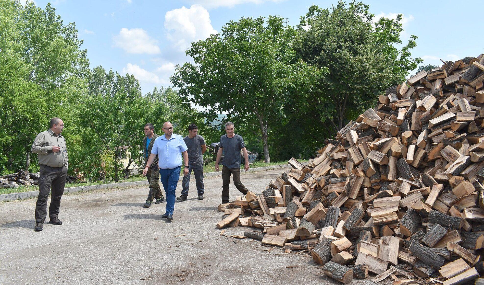 """ОП""""Разградлес"""" вече доставя дърва и в събота"""