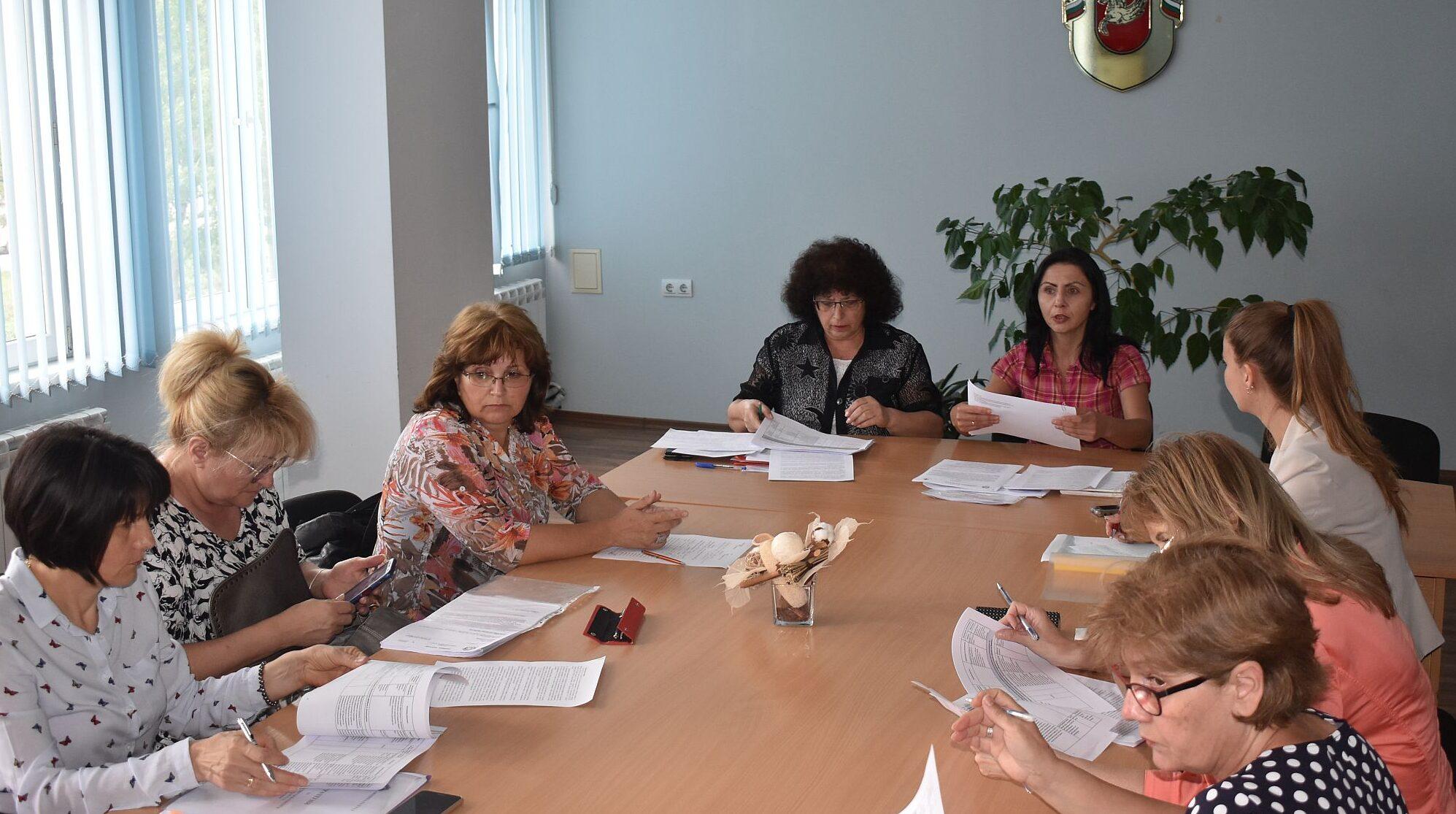 Работна група подготви Стратегия за развитие на преду� ...
