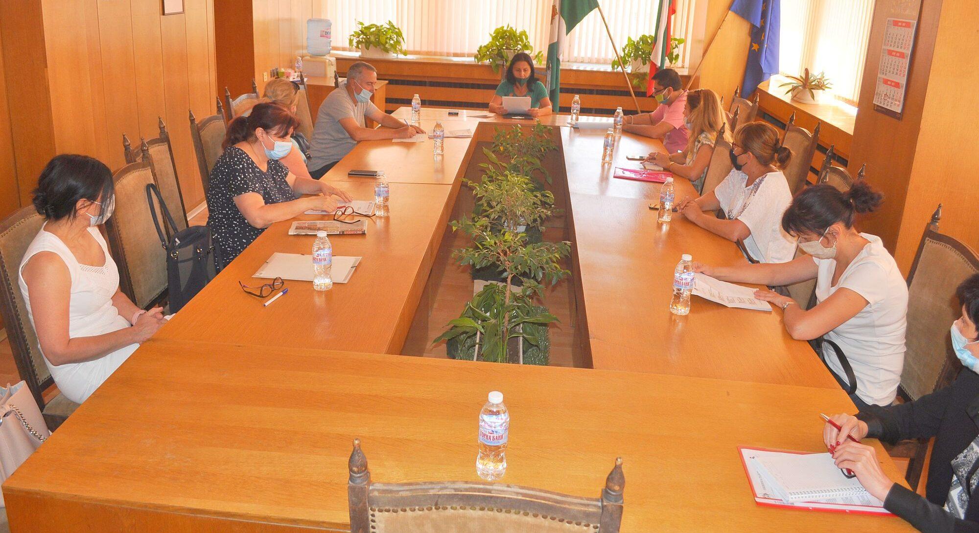 На първото си заседание Комисията за детето към Община ...