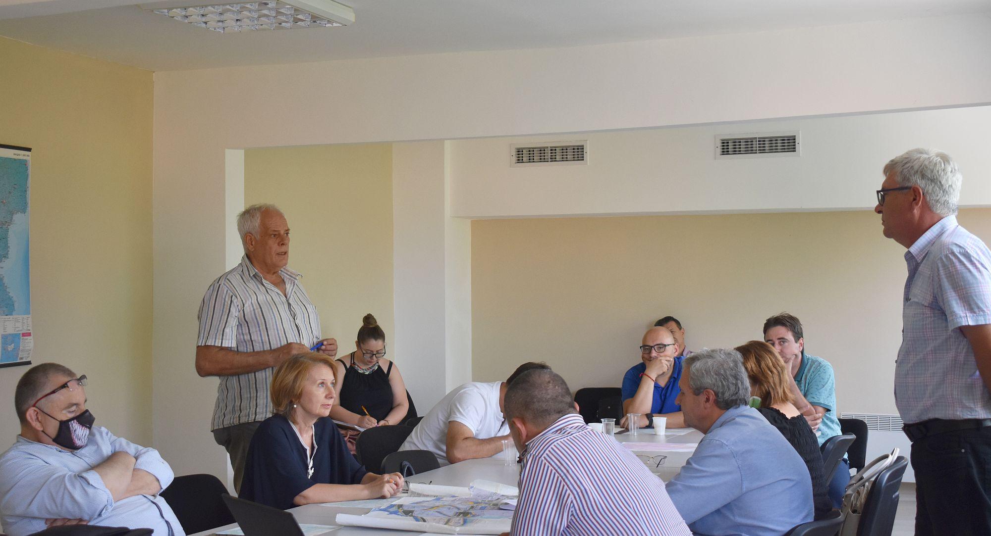 На изнесено заседание общински съветници от две комис� ...