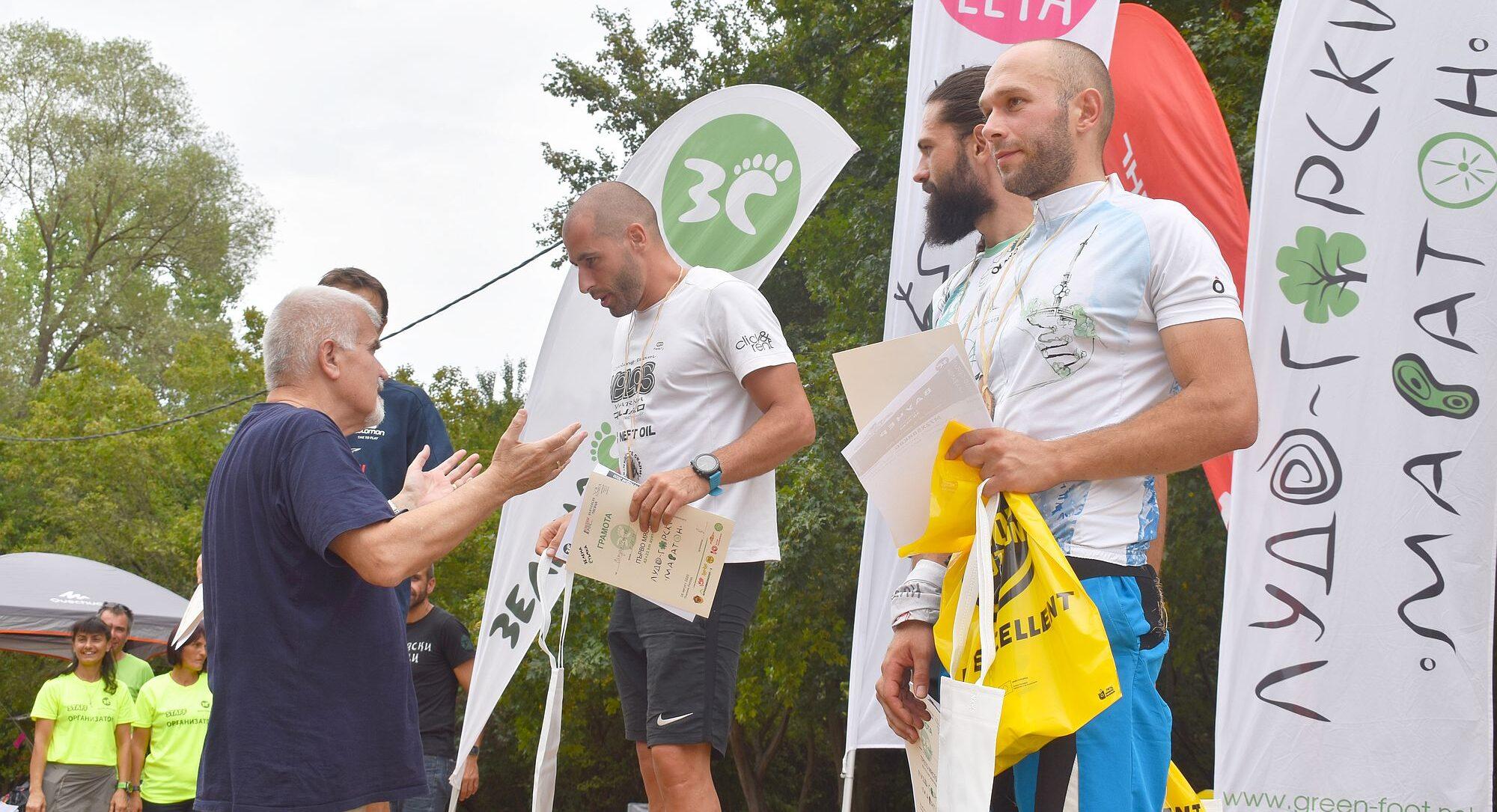 Кметът Денчо Бояджиев връчи наградите на победителите ...