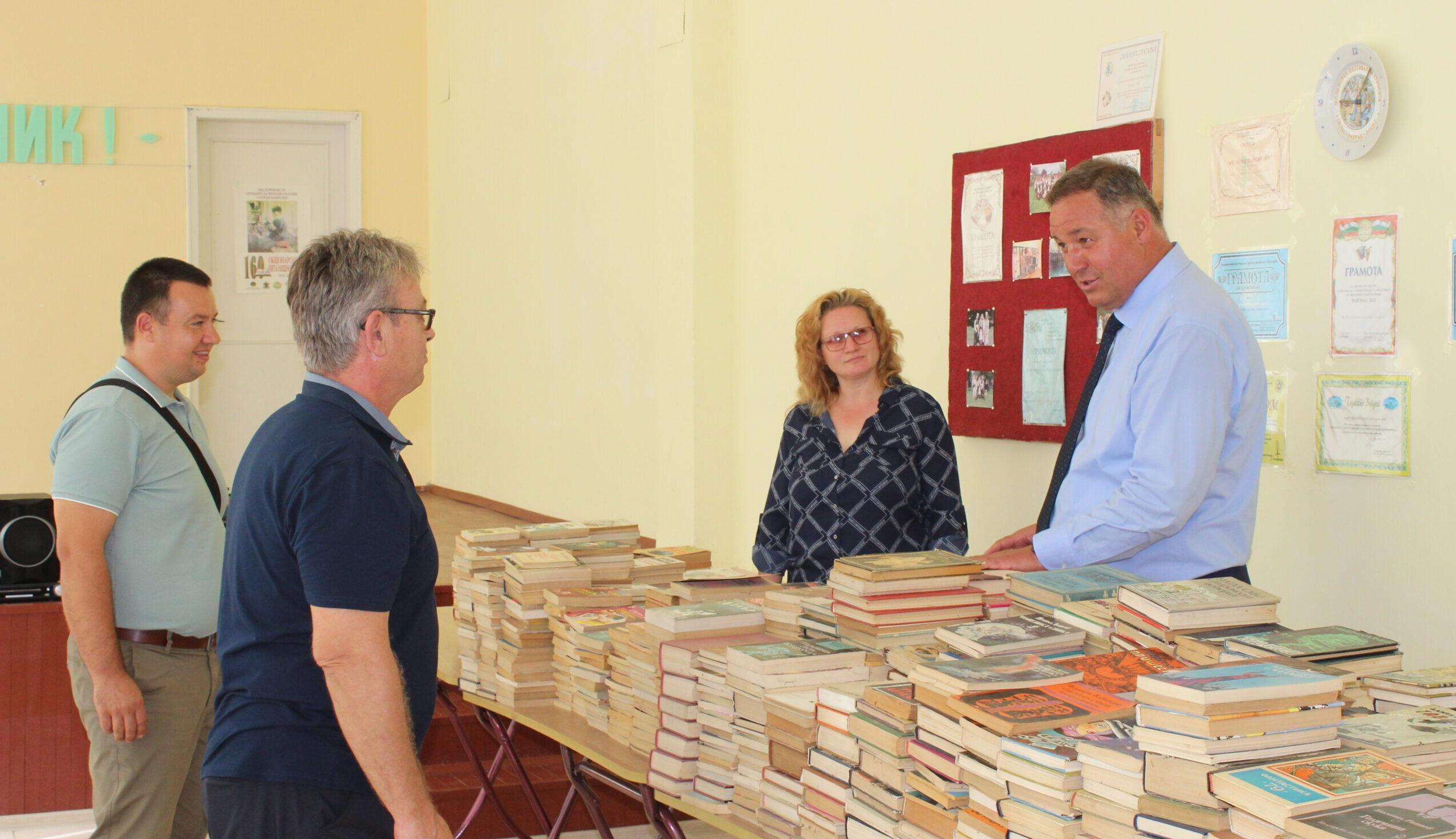 Гюнай Хюсмен намери нов дом за книгите на Благовеста Б� ...
