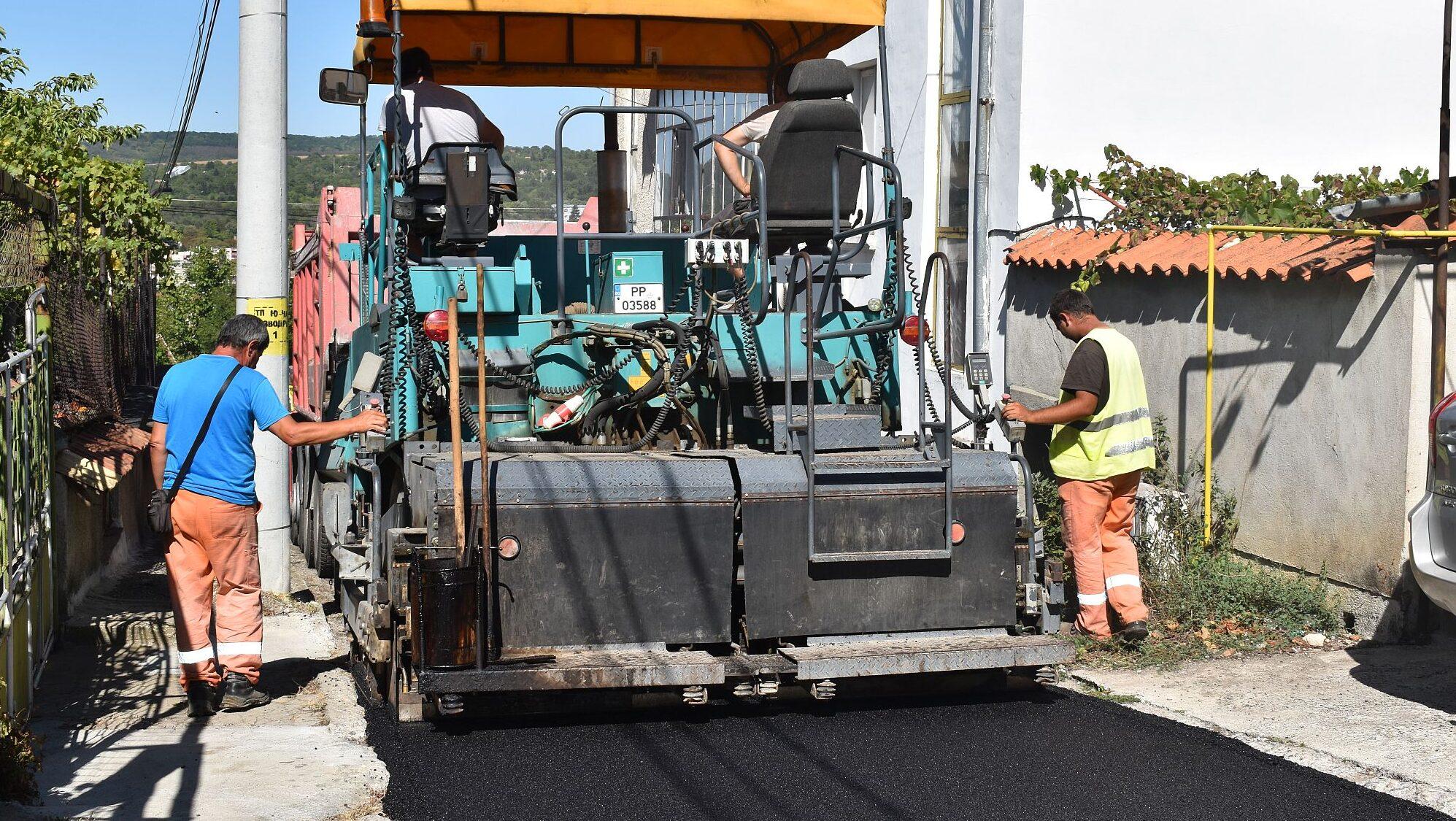 Продължават ремонтите на улици в Разград