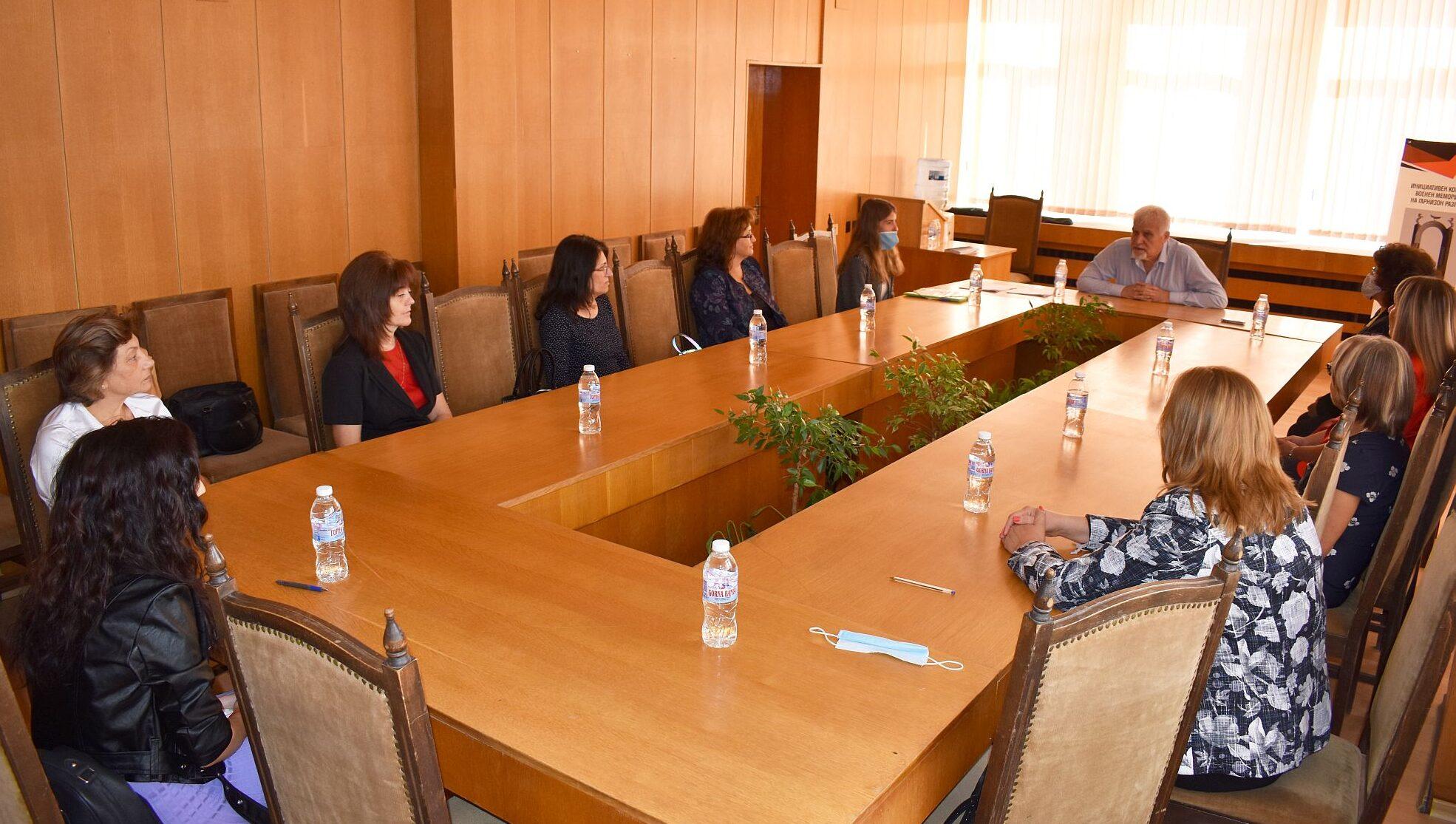 Кметът Денчо Бояджиев връчи заповедите за назначение � ...