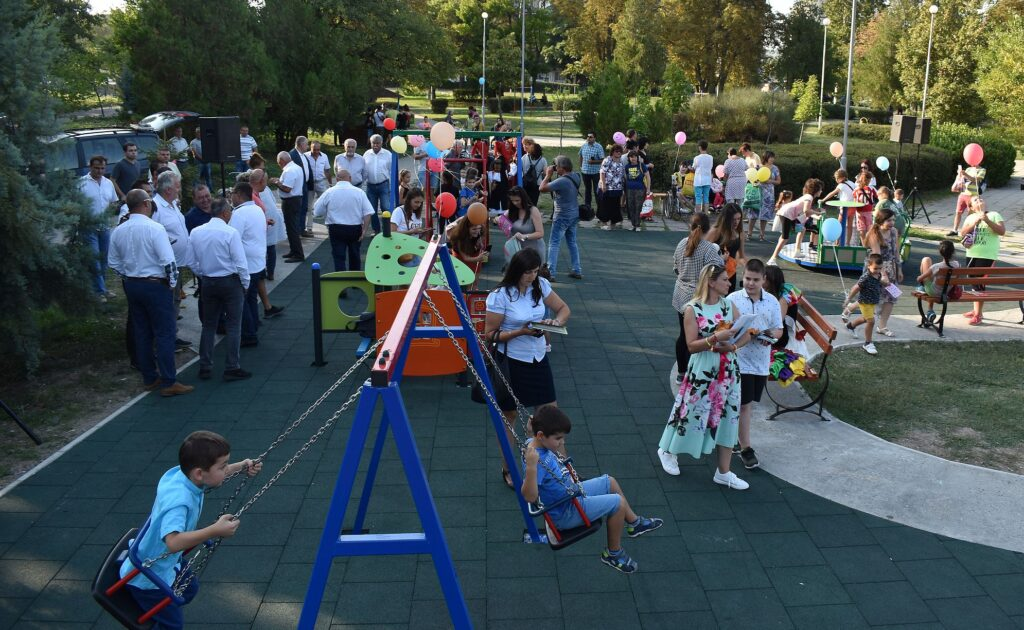 Деца и дарители се събраха за откриването на  реновира� ...