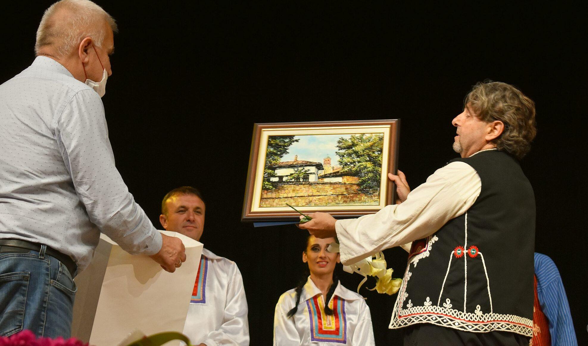 Кметът Денчо Бояджиев поздрави трупата на Театрално-м� ...