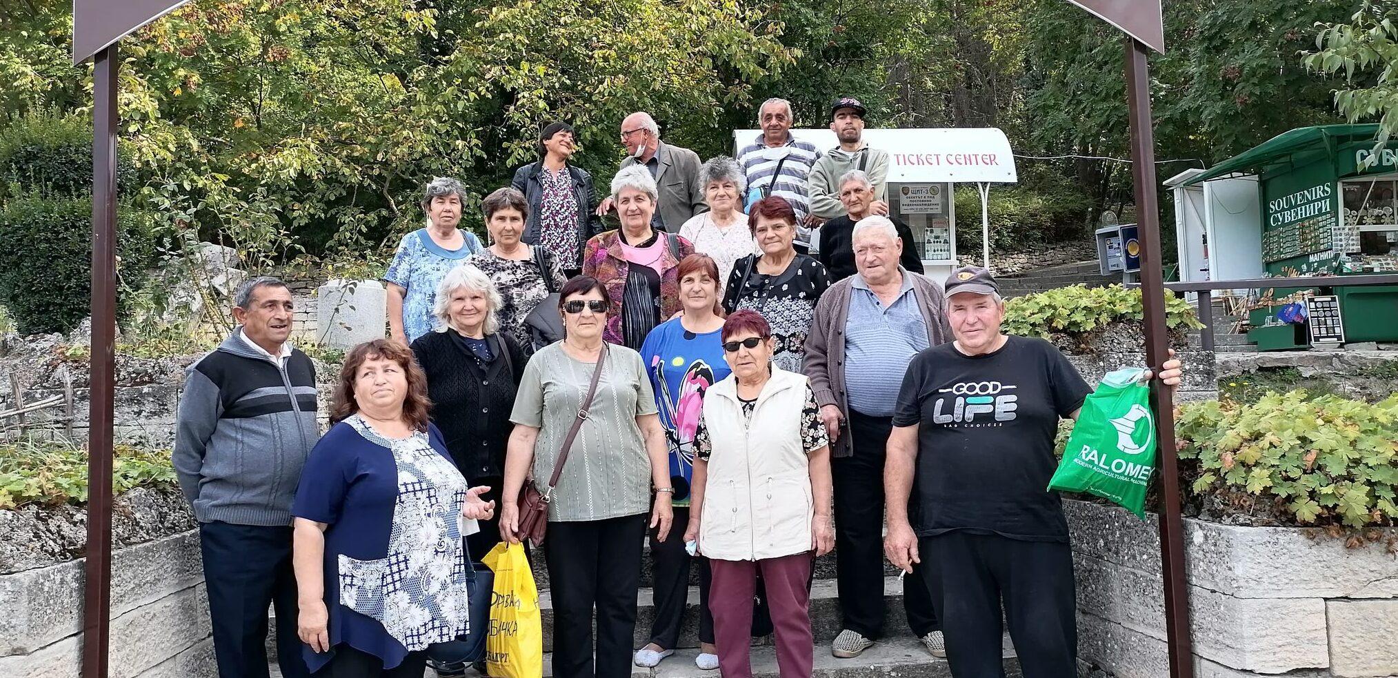 Пенсионери от Каменово посетиха исторически забележи� ...