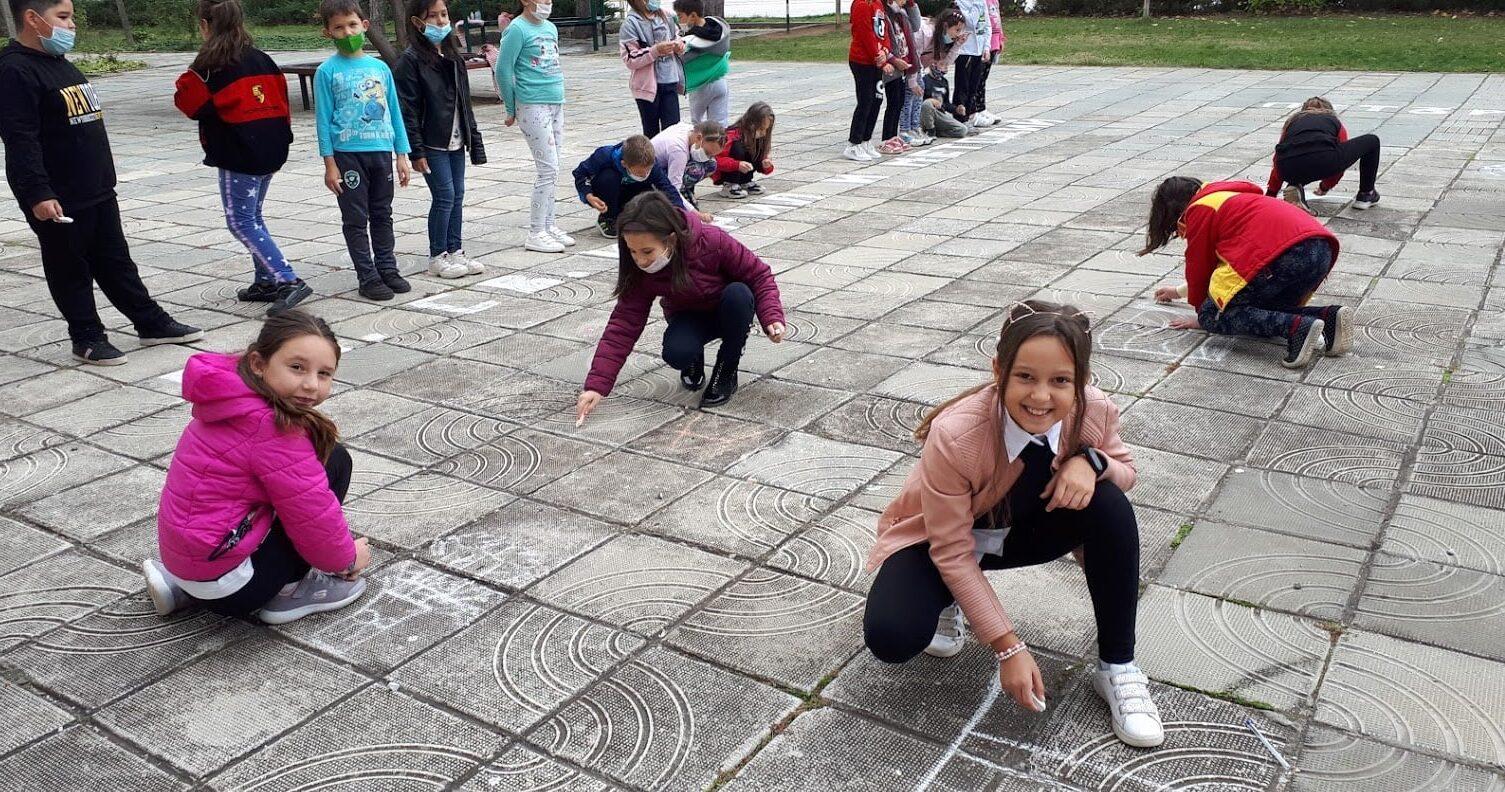 Деца писаха и рисуваха за Деня на будителите в град Куб ...