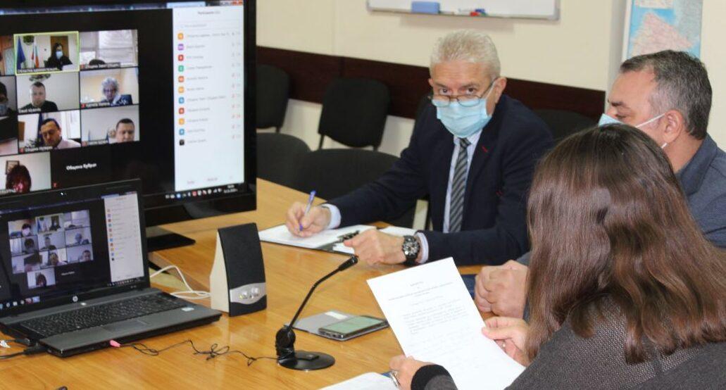 Щабът апелира училищните медици да помогнат в болници� ...