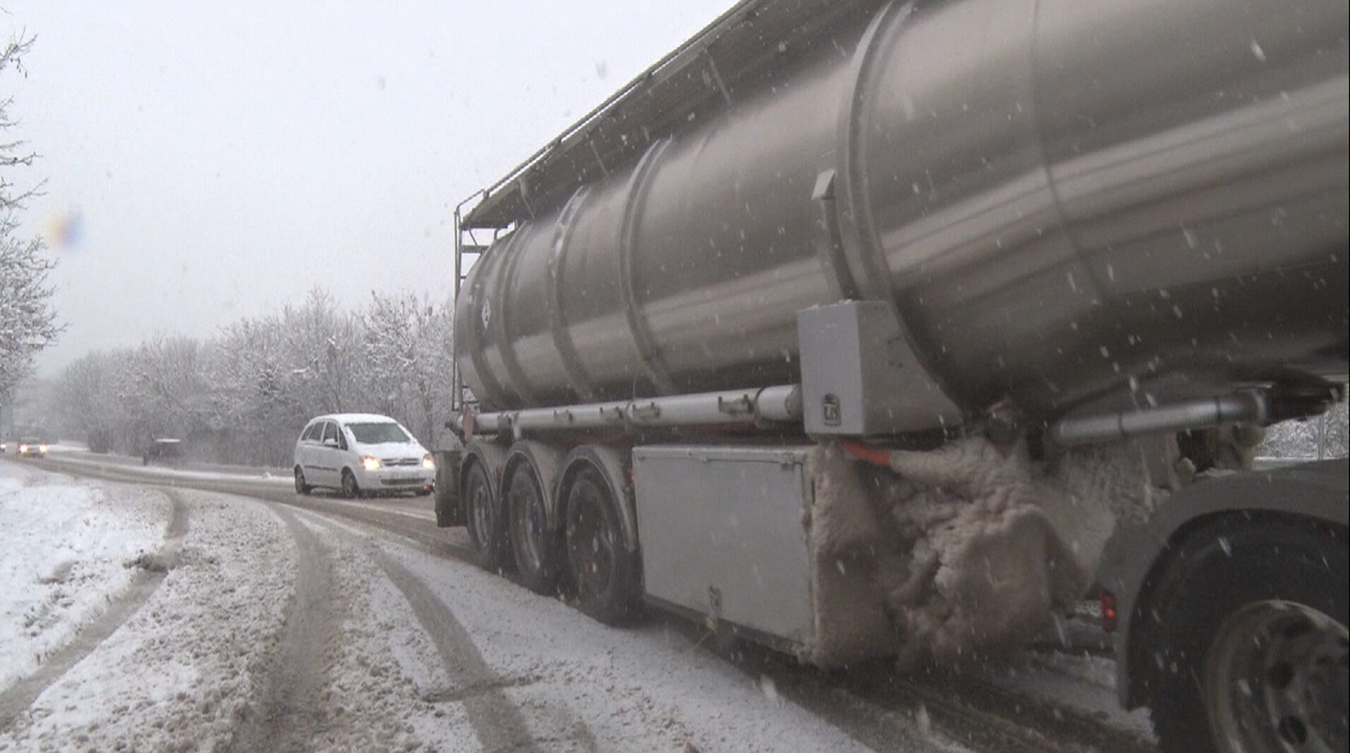 Затваря се за движение на камиони над 12 тона пътят Разг ...