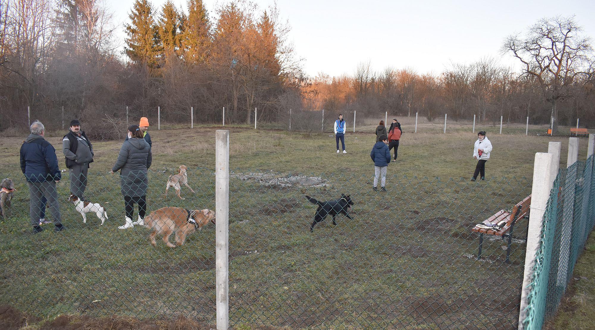 Новата площадка за разходка на кучета е отворена за до� ...
