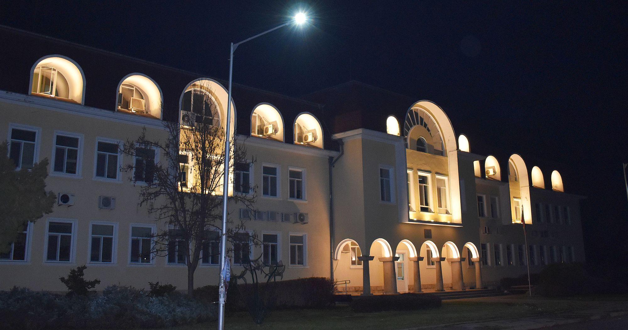 И сградата на Данъчното бе огряна в ефектно осветление ...