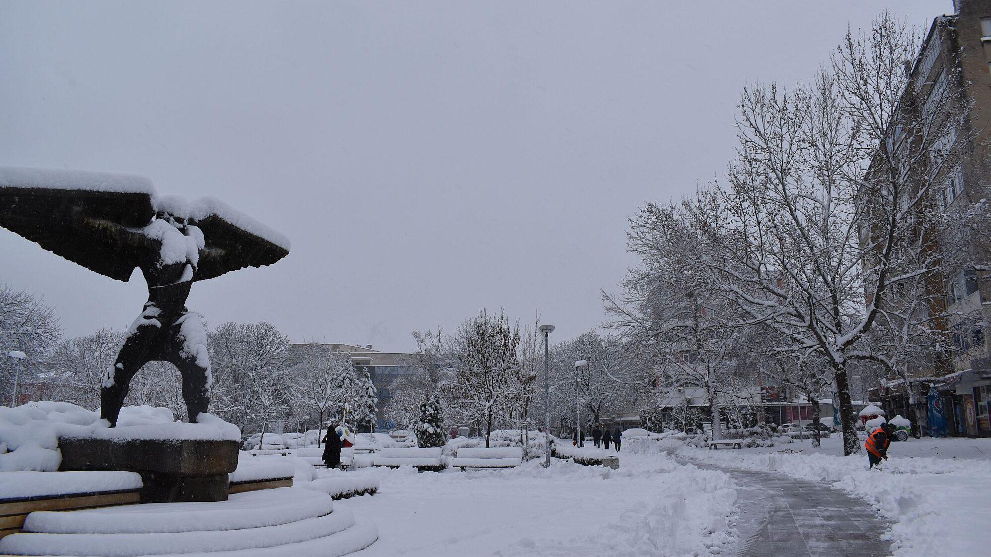 Заради навяванията е затруднено снегопочистването, 7 м ...