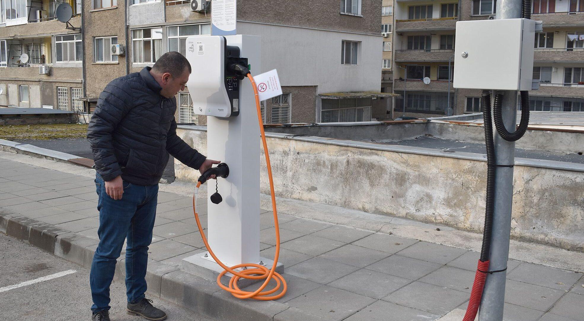 Две зарядни станции за електромобили работят от днес в ...