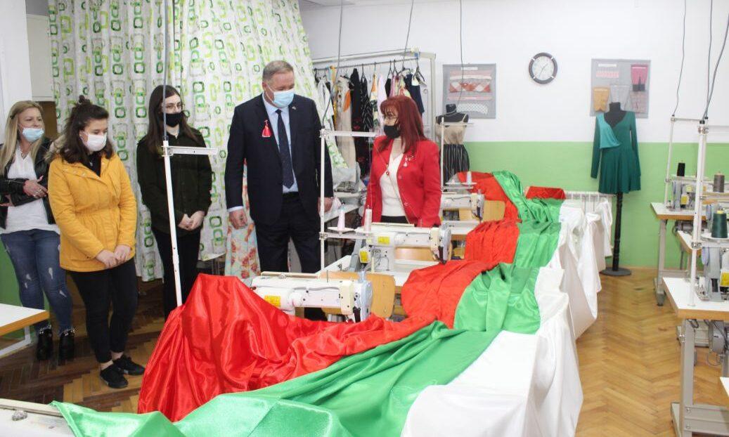 Голям национален флаг ще се развее в центъра на Разгра� ...