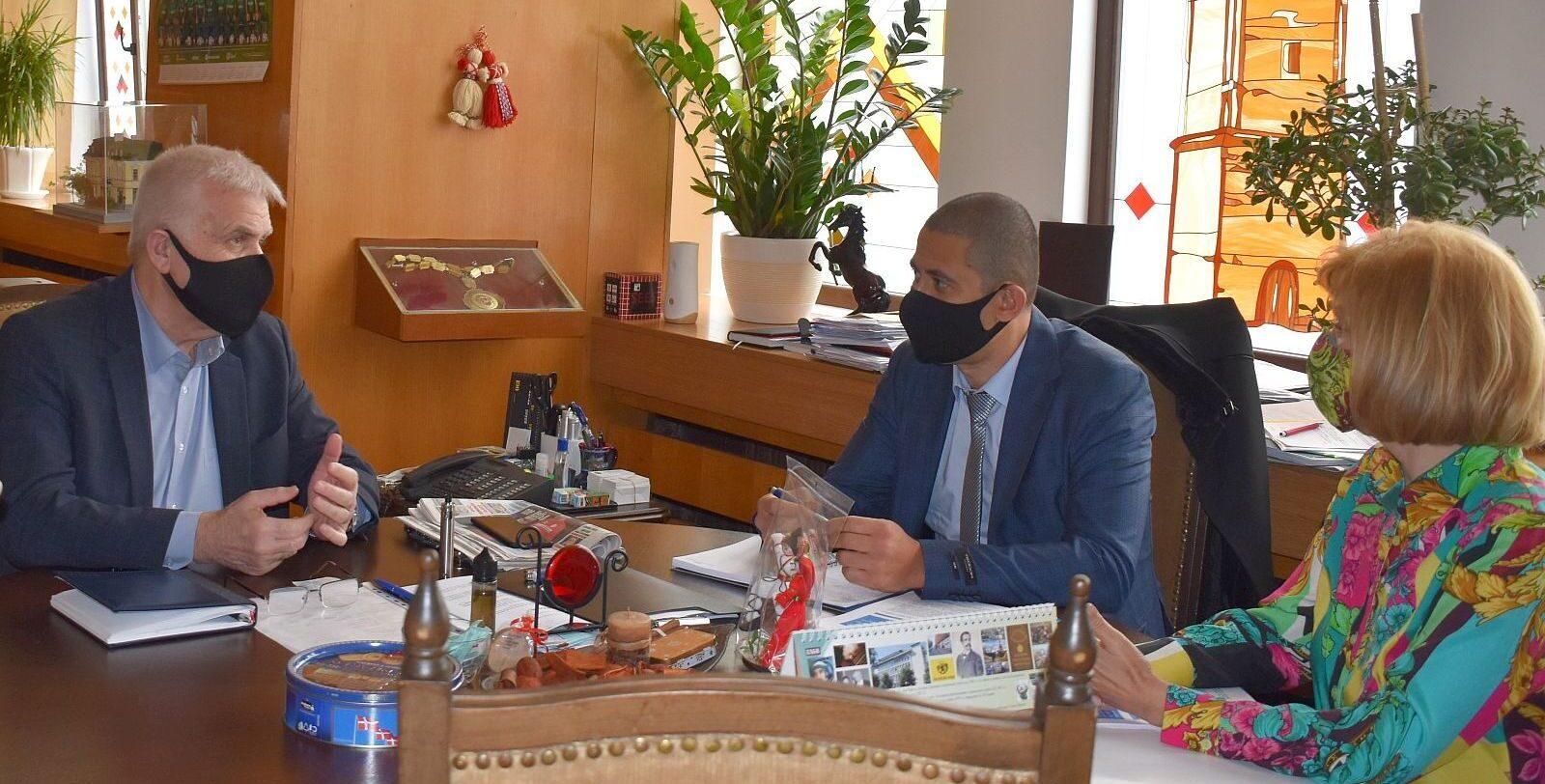 Кметът Денчо Бояджиев се срещна с управителите на ЕНЕР ...