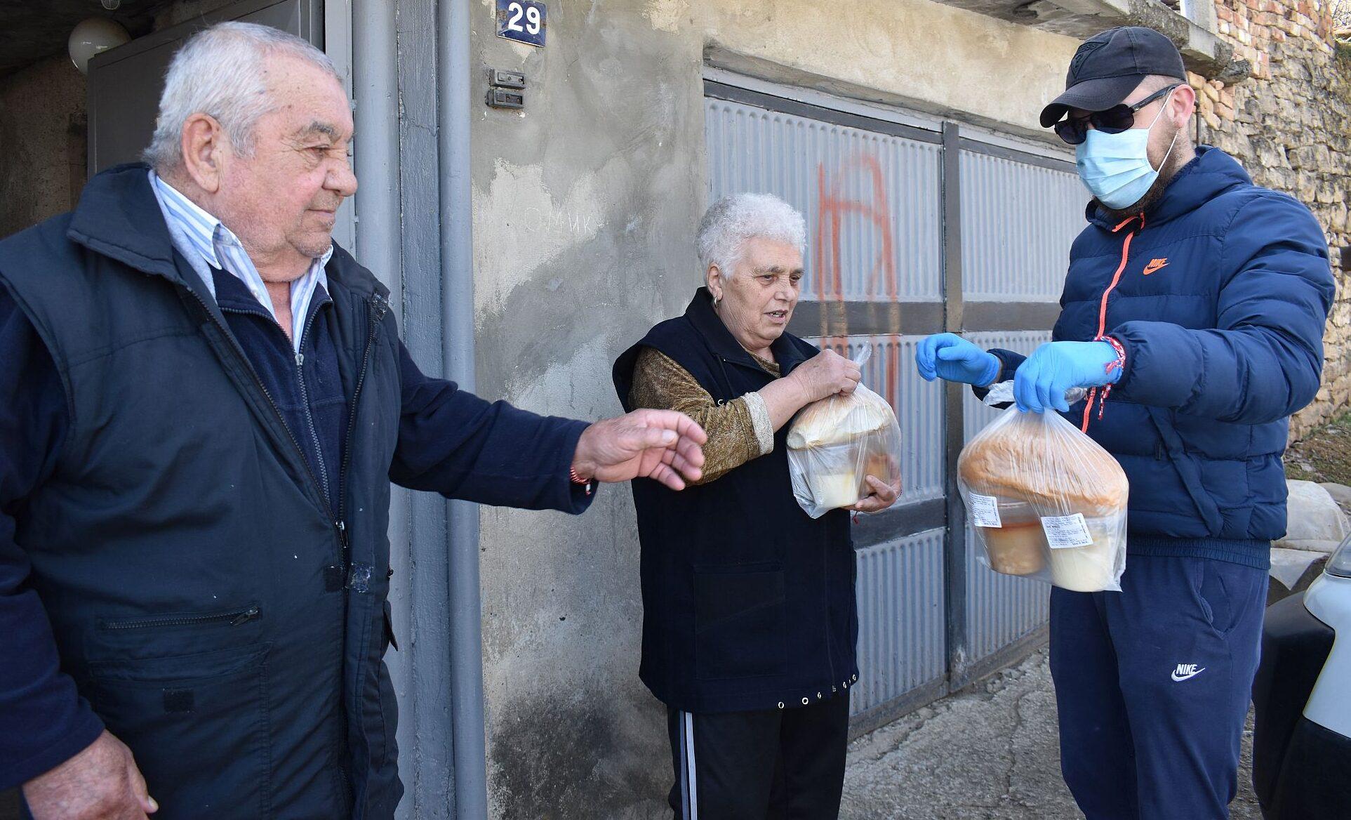Топъл обяд за 300 човека в община Разград