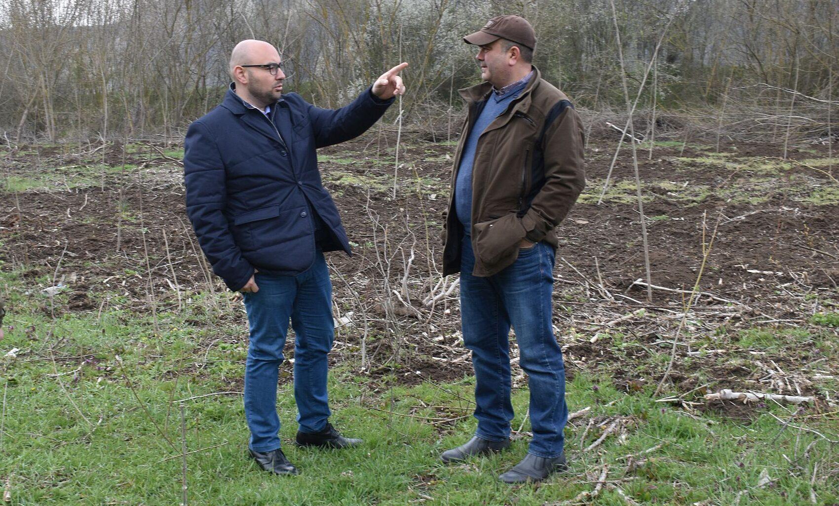 Заместник-кметът Добрин Добрев посети новозалесени пл ...