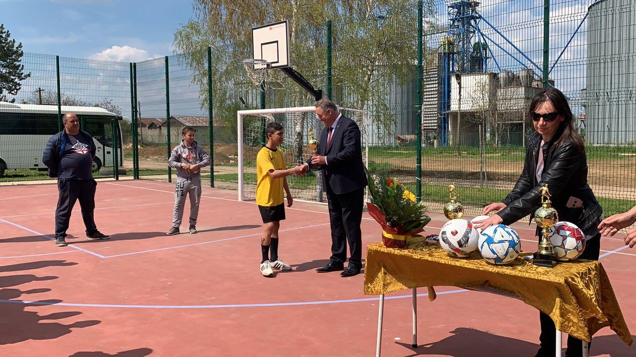 Областният управител награди победителите във футбол� ...