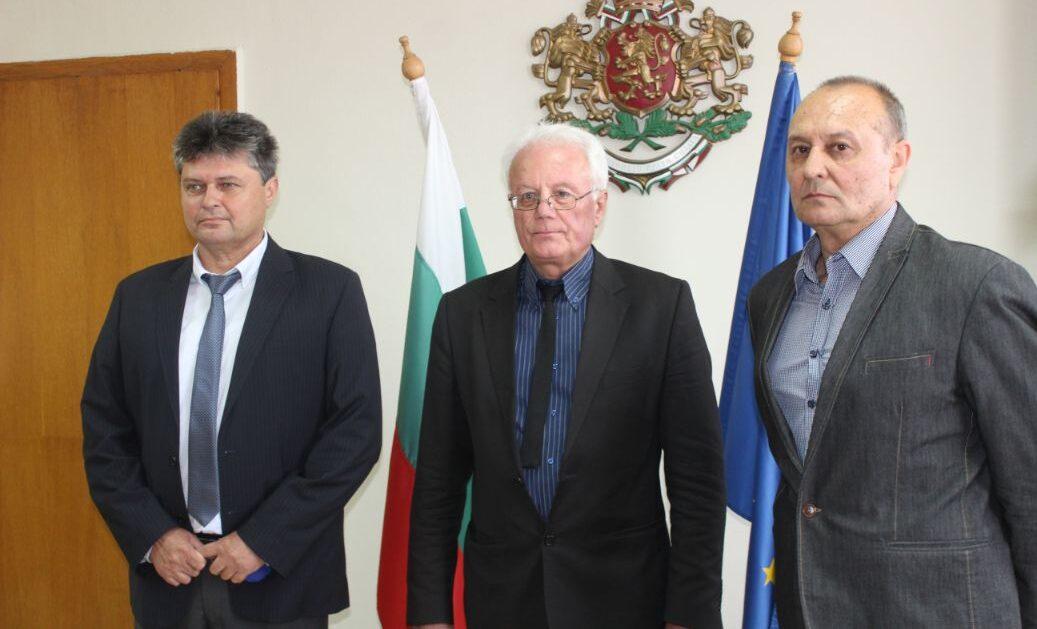 Областният управител Иван Борисов представи своя екип ...