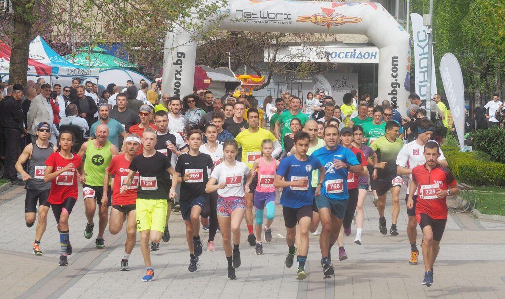 108 състезатели участваха във Великденския крос, замест ...