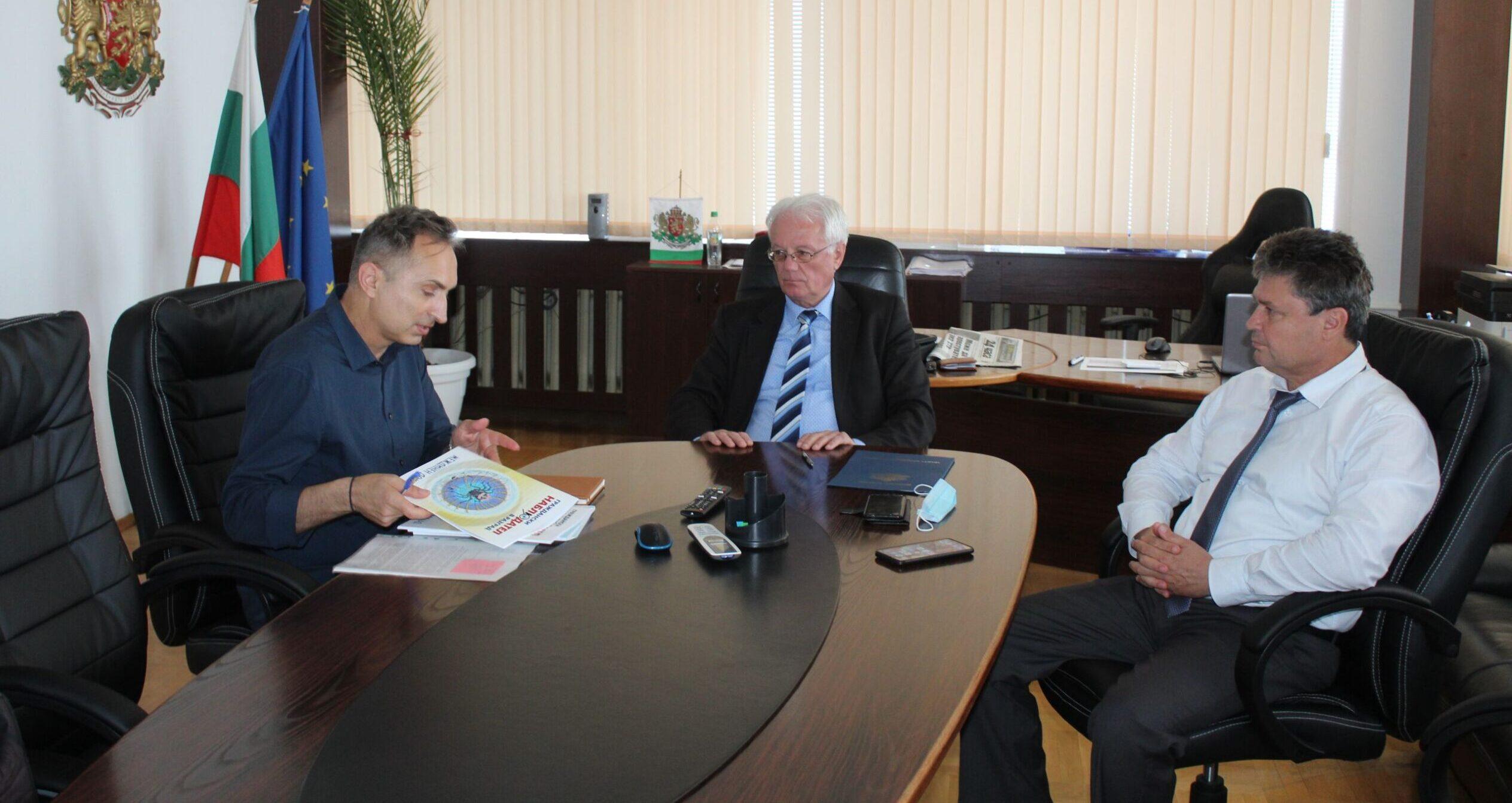 Милков представи на областния управител доклада за об� ...