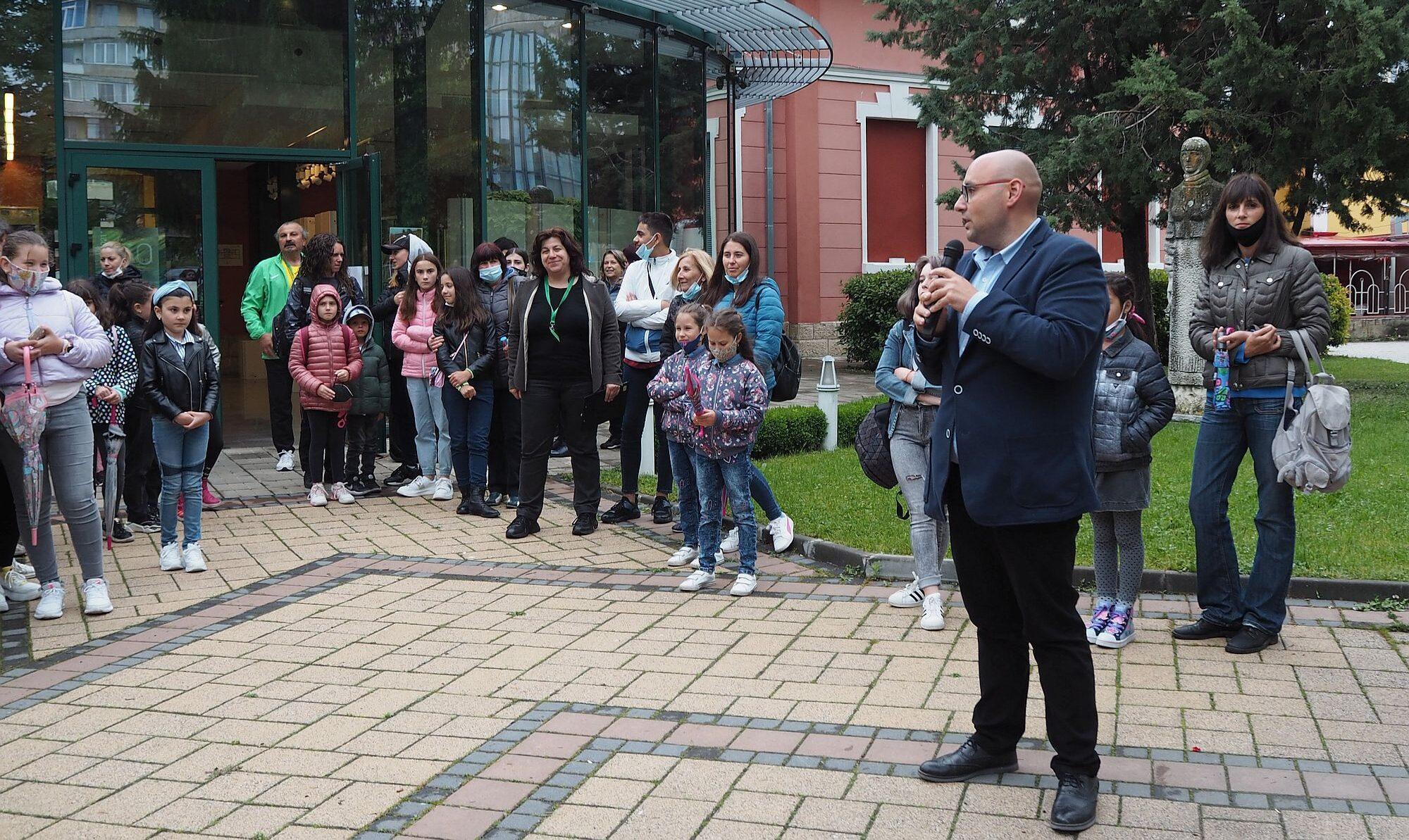 Заместник-кметът Добрин Добрев поздрави за Деня на дет ...