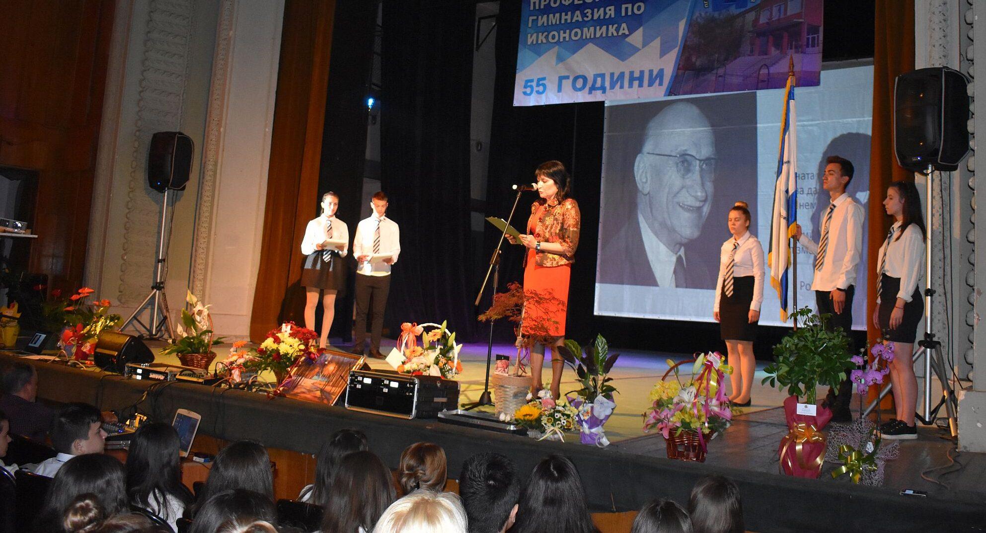 Заместник-кметовете Полина Иванова и Руска Вътева бях� ...