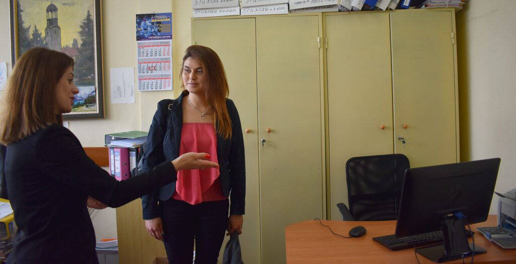 Двама младежи започнаха работа в Община Разград по про ...