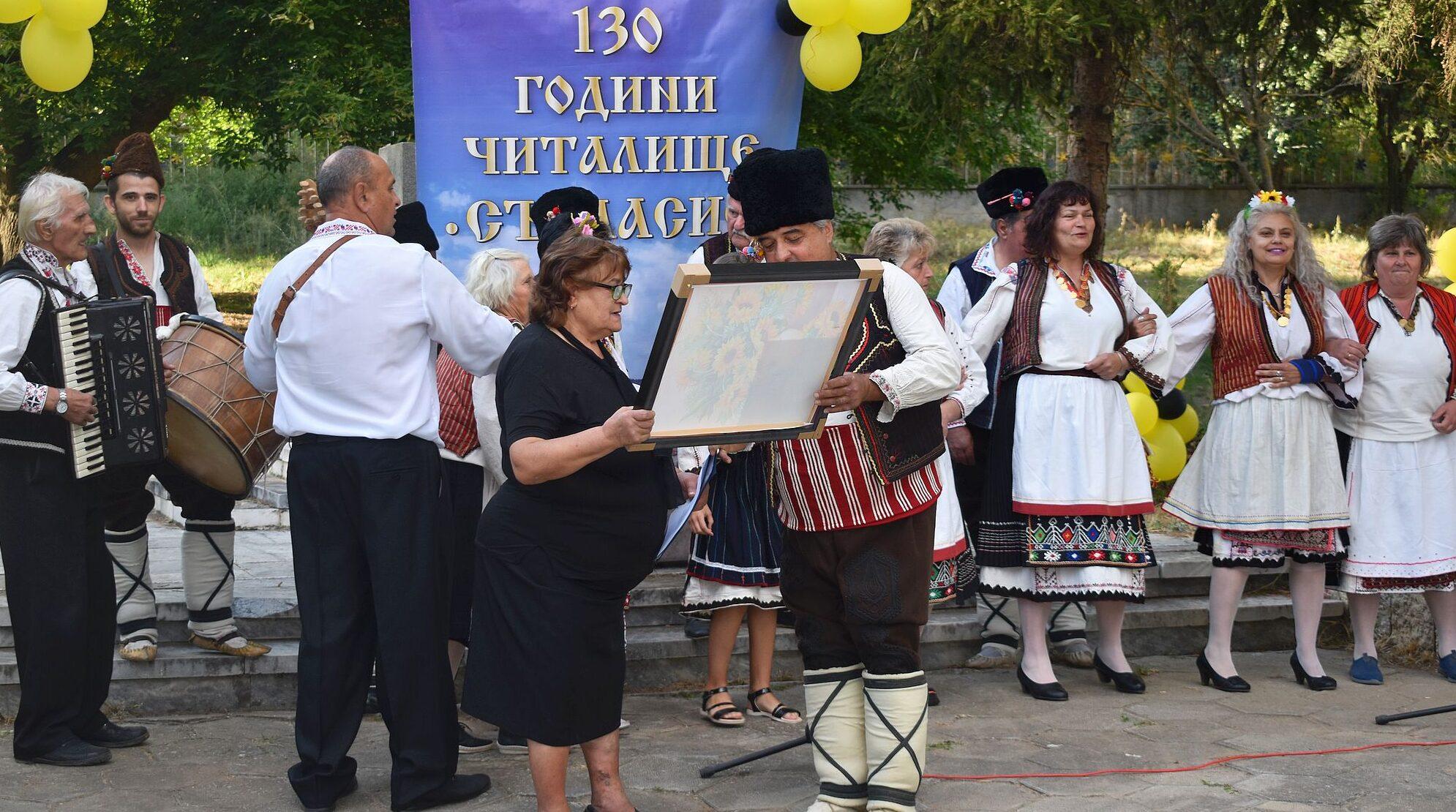 Заместник-кметът Добрин Добрев поздрави самодейците о ...