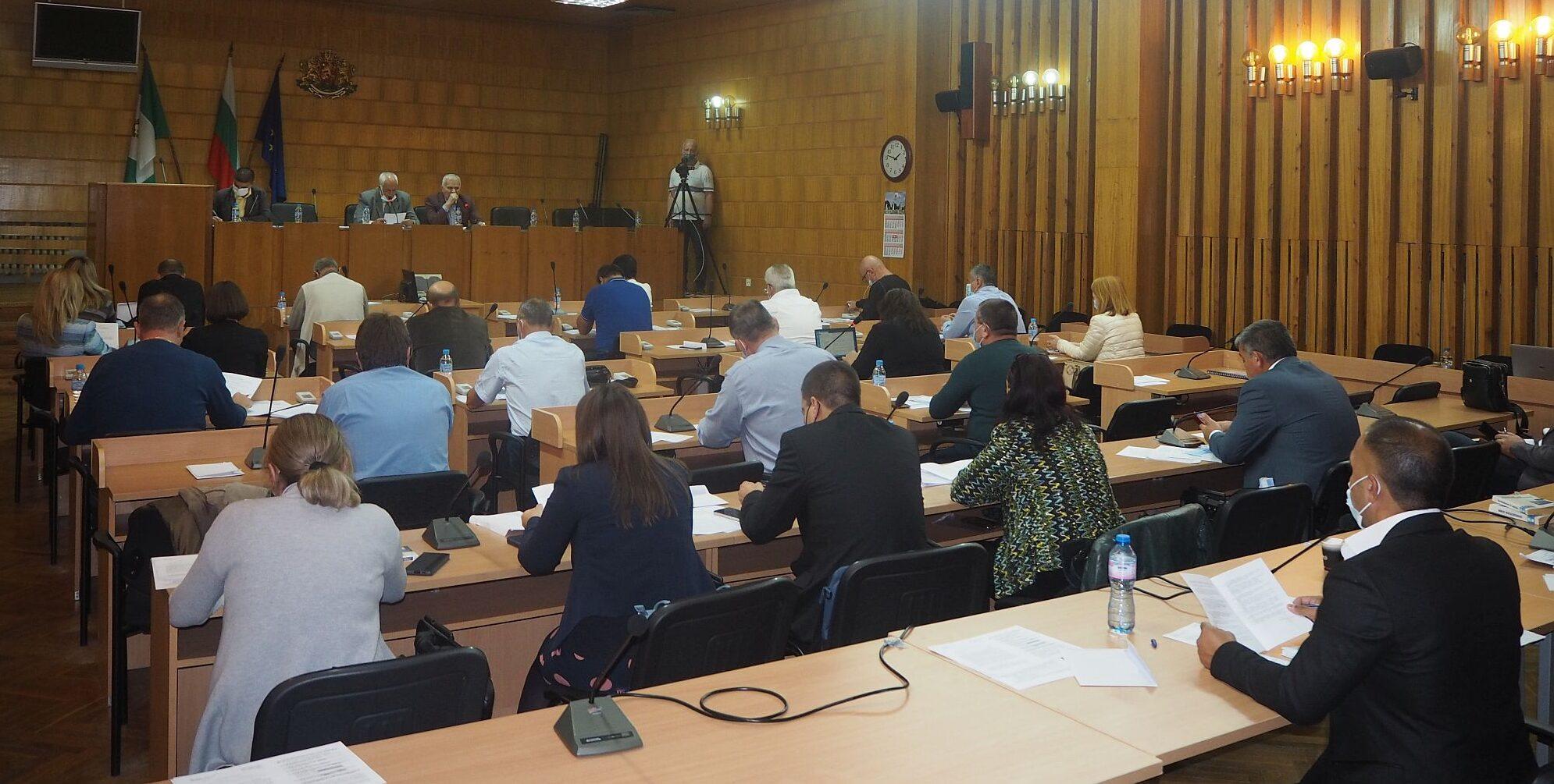 На сесия общинските съветници избраха временни кметов ...